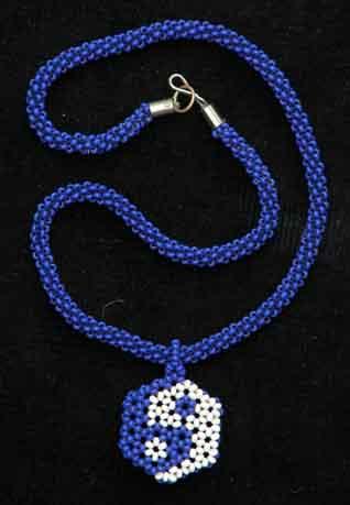 """Кулон  """"Дао """"(бисер, объемное плетение) Авторская интерпретация китайского символа гармонии Дао."""